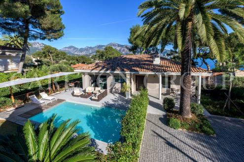 Luxury House for rent ROQUEBRUNE CAP MARTIN, 200 m², 4 Bedrooms, € 18 750/month