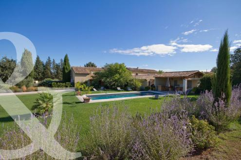 Дом класса люкс на продажу  Сен-Реми-Де-Прованс, 300 м², 6 Спальни, 1560000€