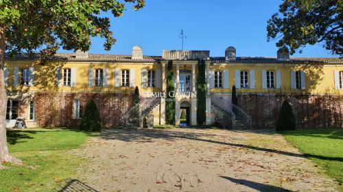 Усадьба / Поместье класса люкс на продажу  Бордо, 500 м², 8 Спальни, 2650000€