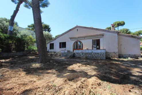 Villa de luxe à vendre CAP D'ANTIBES, 4 Chambres, 1250000€