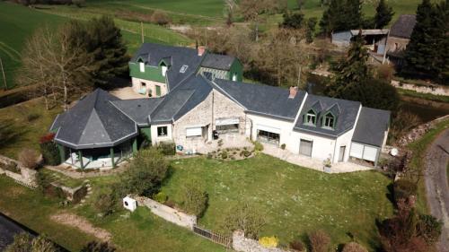 Propriété de luxe à vendre L'HUISSERIE, 298 m², 6 Chambres, 561600€