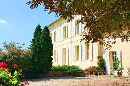 Дом класса люкс на продажу  Бордо, 370000 м², 1680000€
