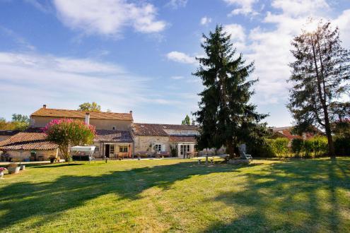 Maison de luxe à vendre SAINTES, 414 m², 7 Chambres, 669500€
