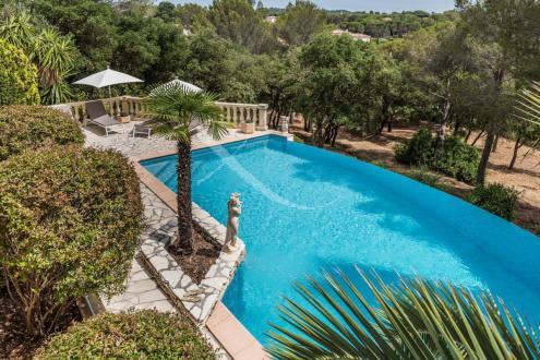 Villa de luxe à vendre SAINT RAPHAEL, 225 m², 5 Chambres, 895000€