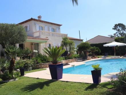 Maison de luxe à vendre FREJUS, 218 m², 4 Chambres, 890000€