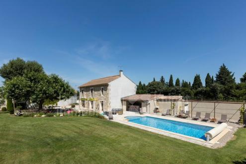 Farm класса люкс на продажу  Сен-Реми-Де-Прованс, 180 м², 4 Спальни, 1378000€
