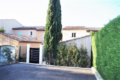 Maison de luxe à louer GASSIN, 80 m², 2 Chambres,