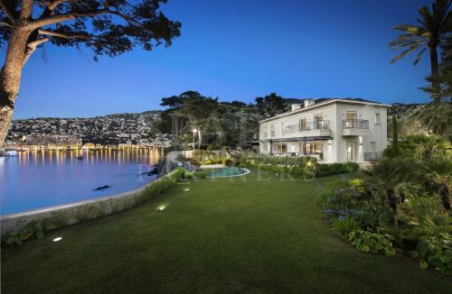Maison de luxe à louer VILLEFRANCHE SUR MER, 370 m², 5 Chambres,