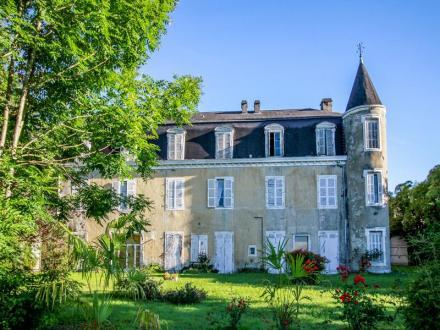 Château / Manoir de luxe à vendre SAUVETERRE DE BEARN, 1500 m², 19 Chambres, 630700€