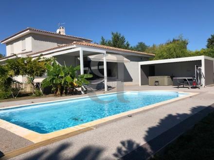Maison de luxe à vendre PERNES LES FONTAINES, 176 m², 4 Chambres, 750000€