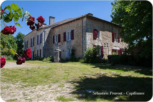 Château / Manoir de luxe à vendre SAINT PARDOUX LA RIVIERE, 774 m², 9 Chambres, 659400€
