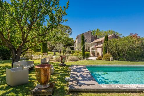 Дом класса люкс на продажу  Сен-Реми-Де-Прованс, 340 м², 6 Спальни, 1800000€