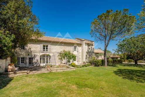 Дом класса люкс на продажу  Сен-Реми-Де-Прованс, 340 м², 6 Спальни, 1950000€