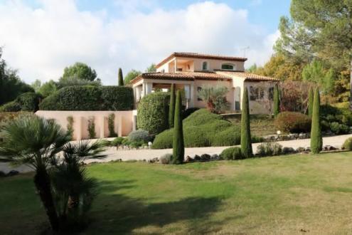 Поместье класса люкс на продажу  Экс-Ан-Прованс, 220 м², 5 Спальни, 1150000€