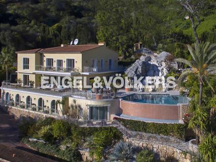 Вилла класса люкс на продажу  Вильфранш-Сюр-Мер, 649 м², 8 Спальни, 14900000€