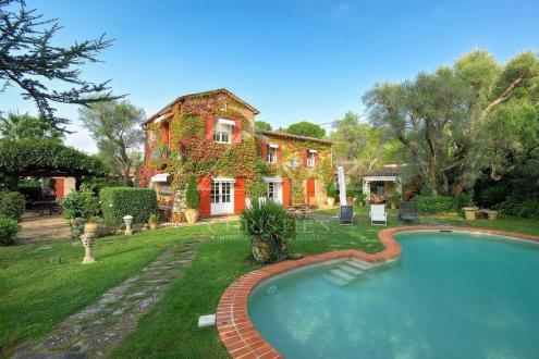 Maison de luxe à louer CAP D'ANTIBES, 350 m², 7 Chambres,