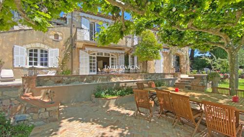 Maison de luxe à louer MOUGINS, 420 m², 6 Chambres,
