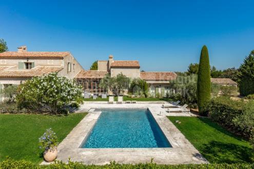 Farm de luxe à vendre EYGALIERES, 350 m², 6 Chambres, 2490000€