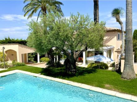 Вилла класса люкс на продажу  Сен-Тропе, 200 м², 4 Спальни, 3250000€