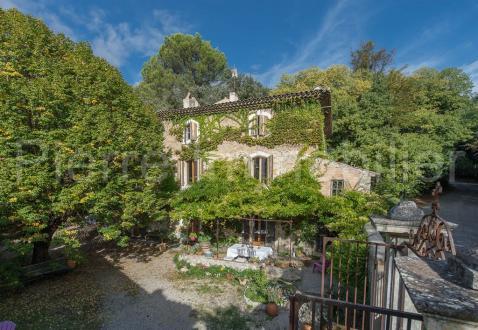 Bastide de luxe à vendre MERINDOL, 462 m², 10 Chambres, 799000€