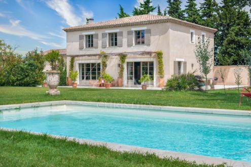 Дом класса люкс на продажу  Сен-Реми-Де-Прованс, 211 м², 4 Спальни, 970000€