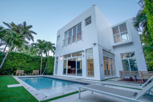 Дом класса люкс на продажу  Флорида, 292 м², 4 Спальни, 2300000€