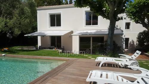 Дом класса люкс на продажу  Кап д'Антиб, 220 м², 4 Спальни, 1995000€
