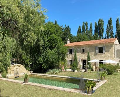 Maison de luxe à louer UZES, 270 m², 5 Chambres,