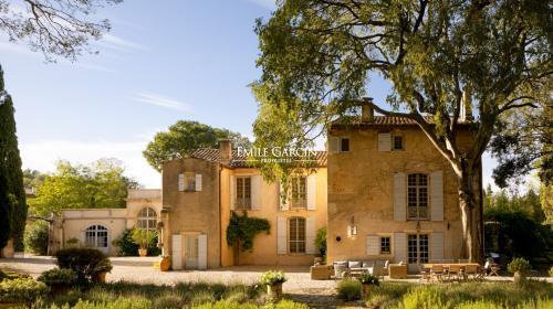 Дом класса люкс в аренду Сент-Этьен-Дю-Гре, 700 м², 7 Спальни,
