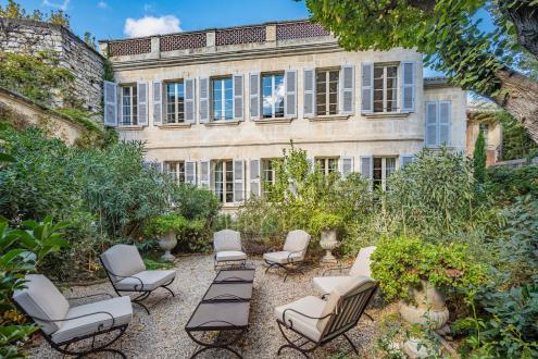 Особняк класса люкс на продажу  Авиньон, 427 м², 5 Спальни, 2990000€
