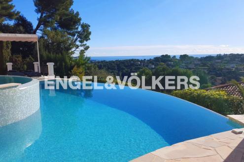Villa di lusso in vendita VALLAURIS, 225 m², 8 Camere, 1180000€
