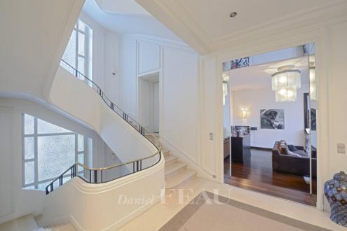 Hôtel particulier de luxe à vendre NEUILLY SUR SEINE, 608 m², 5 Chambres, 7500000€