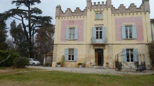 Дом класса люкс на продажу  Монфаве, 385 м², 9 Спальни, 715000€