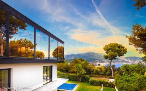 Villa de luxe à vendre ROQUEBRUNE CAP MARTIN, 368 m², 5 Chambres, 8950000€
