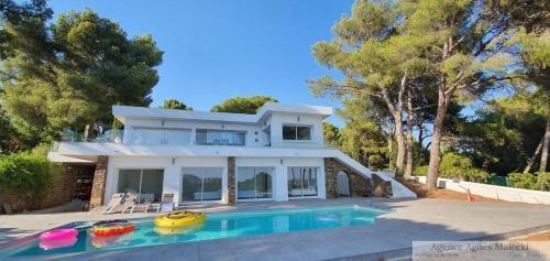 Propriété de luxe à vendre CAVALAIRE SUR MER, 250 m², 6 Chambres, 1995000€