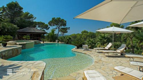 Casa di lusso in affito MOUGINS, 400 m², 6 Camere,