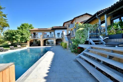 Maison de luxe à vendre FIGEAC, 600 m², 720000€