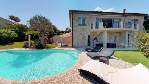 Villa de luxe à vendre ROQUEBRUNE CAP MARTIN, 239 m², 4 Chambres, 2990000€