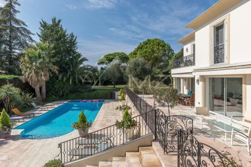 Villa de luxe à vendre MOUGINS, 220 m², 4 Chambres, 1985000€