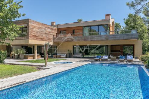 Villa de luxe à vendre TOURRETTES, 514 m², 6 Chambres, 12000000€