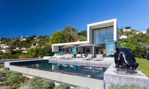 Maison de luxe à louer LE GOLFE JUAN, 200 m², 4 Chambres,