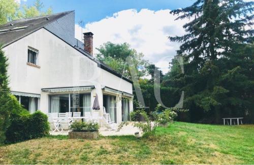 Дом класса люкс на продажу  Вокрессон, 300 м², 6 Спальни, 2120000€