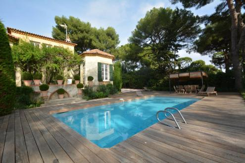 Luxury House for rent CAP D'ANTIBES, 300 m², 6 Bedrooms,
