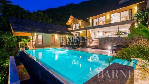 Вилла класса люкс на продажу  Тайланд, 655 м², 5 Спальни, 711298€