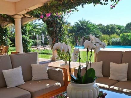 Вилла класса люкс на продажу  Сен-Тропе, 1000 м², 7 Спальни, 14900000€