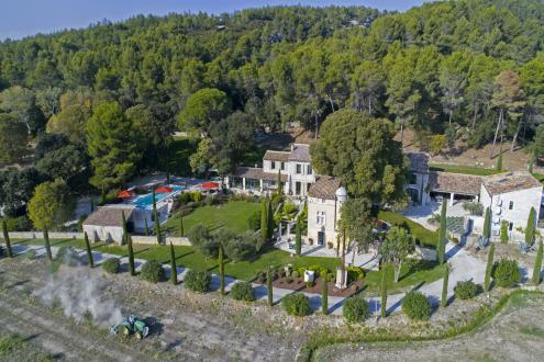 Maison de luxe à louer LES BAUX DE PROVENCE, 570 m², 8 Chambres,