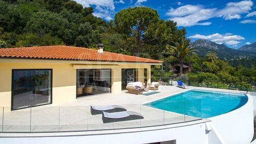 Maison de luxe à louer ROQUEBRUNE CAP MARTIN, 250 m², 3 Chambres,