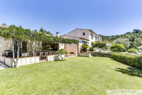 Propriété de luxe à vendre GRIMAUD, 317 m², 8 Chambres, 2350000€