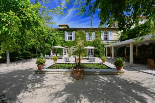 Château / Manoir de luxe à vendre VILLENEUVE LES AVIGNON, 1501 m², 16 Chambres, 3980000€