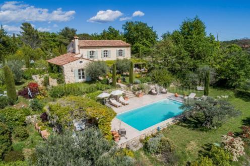 Farm de luxe à vendre TOURRETTES, 250 m², 4 Chambres, 1550000€